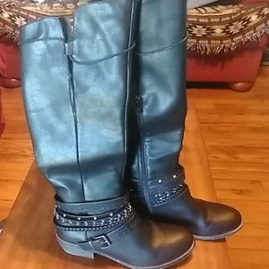 SO black boots size 10